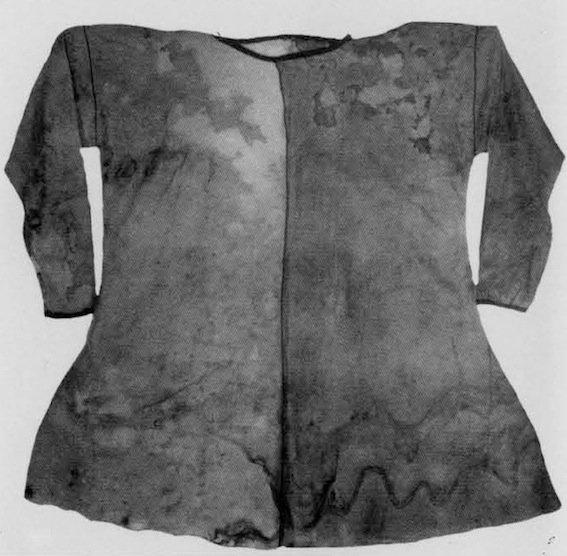 Camicia ritrovata nell'inumazione di Pazyryk 2, costituita di canapa e kendyr (da Charrière, 1979, fig. 320, rip. in Rubinson, 1990, p. 51, fig. 4)