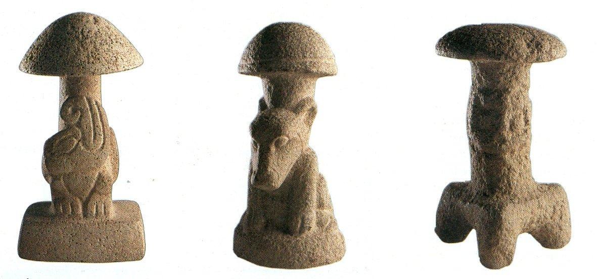 Pietre-fungo provenienti da Kaminaljuyú e Chimaltenango, Guatemala (da Díaz, 2003, p. 24)