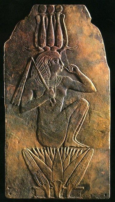 Tavoletta in faience di Ipuit II, Terzo Periodo Intermedio, XXIII Dinastia, The Trustees of the National Museum of Scotland, Edimburgo (da Ziegler, 2002, p. 221)