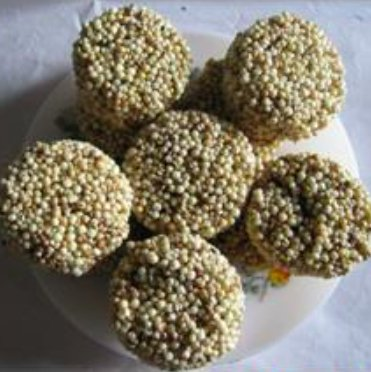 Whet-Laddu, dolci preparati con i semi di nifee nella regione di Assam, India (da Roy et al., 2013, p. 85, fig. 3)