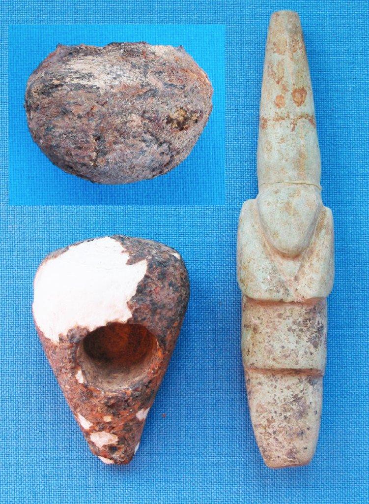Palla di calce, mortaio e pestello per la calce da un'inumazione del cimitero di Salango, Ecuador, 100 a.C. - 300 d.C. (da Lunniss, 2017, figg. 4,5, pp. 161, 162)