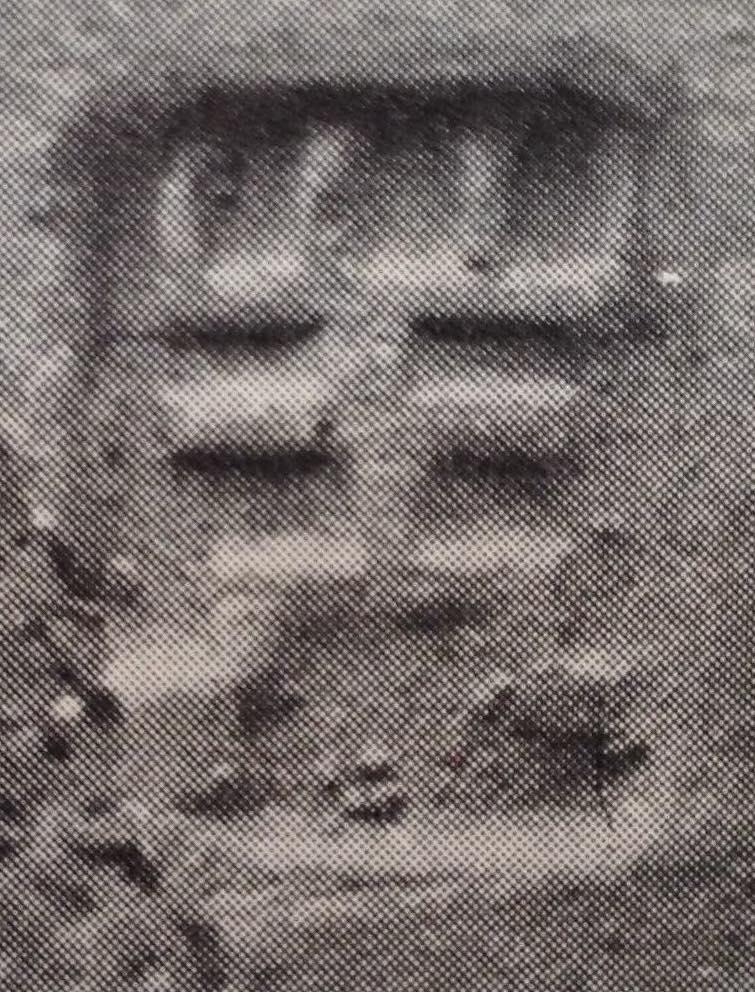Uno dei sigilli presenti sui condensatori dei distillatori di Shaikhān Dherī, India (Allchin, 1979, fig. 2.1, p. 759)