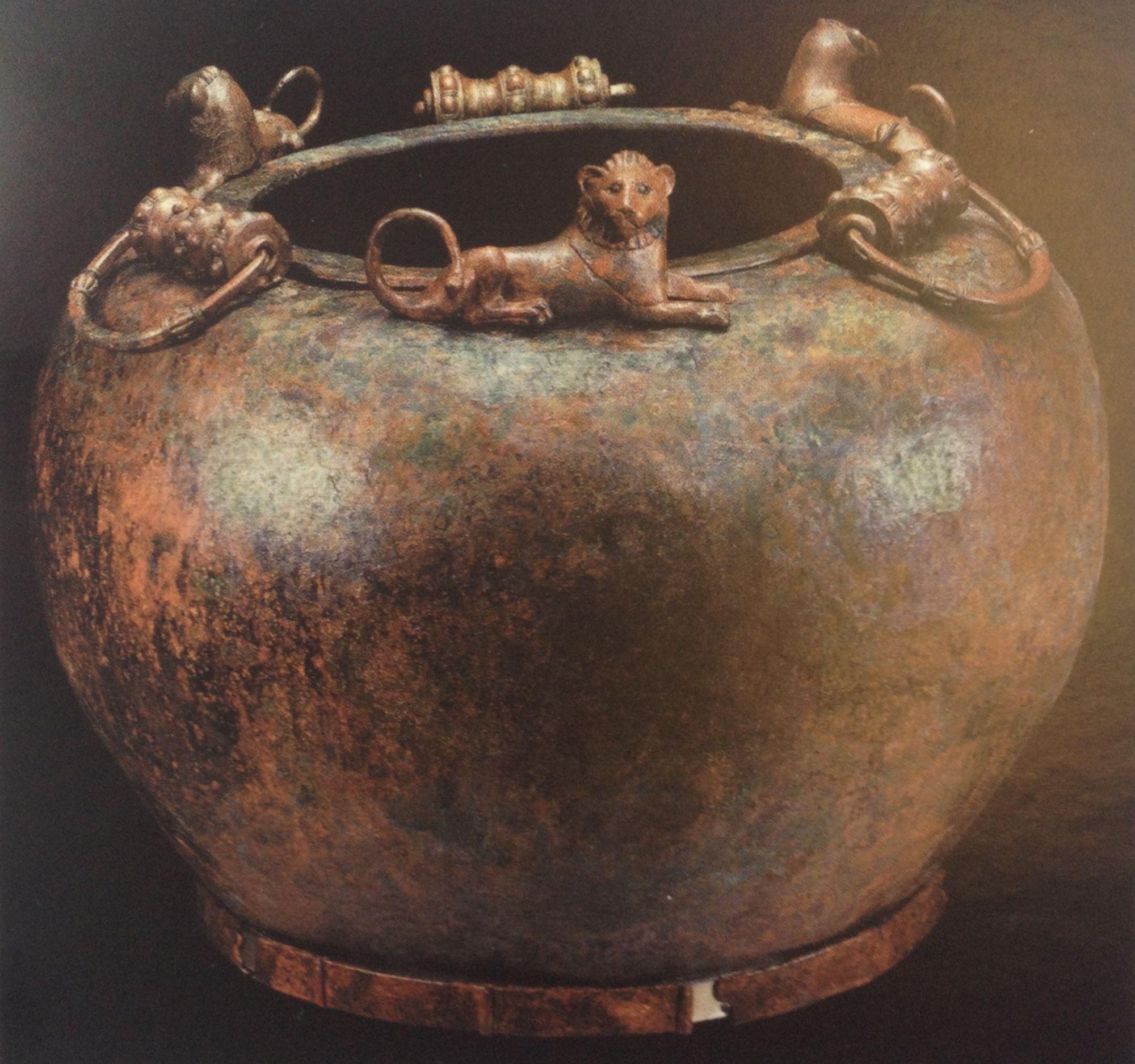 Il calderone della capienza di 550 litri ritrovato nella tomba celtica di Hochdorf, in Germania.