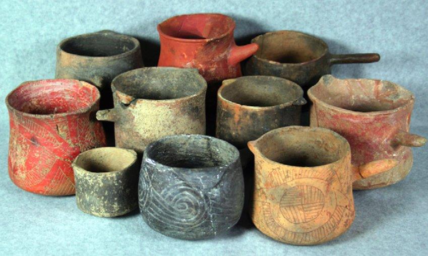 Bicchieri provenienti dagli scavi di Cahokia, Missouri, 1050-1250 d.C. (da Crown et al., 2012, fig. 1, p. 13945)