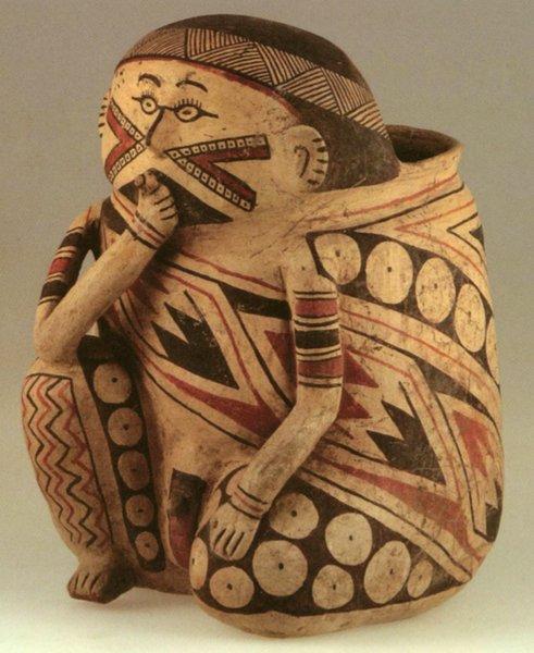 Vaso policromo della cultura di Casas Grandes, con raffigurazione di un probabile sciamano nell'atto di fumare un sigaro (da VanPool, 2003, foto 3, p. 710)