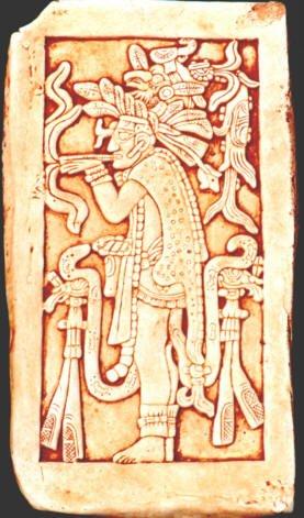 Bassorilievo del Tempio delle Iscrizioni, Palenque, con raffigurazione di una divinità che fuma da un grosso sigaro.